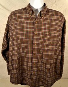Roundtree & Yorke Size Large Long Sleeve 100% Cotton Button Down Collar Shirt