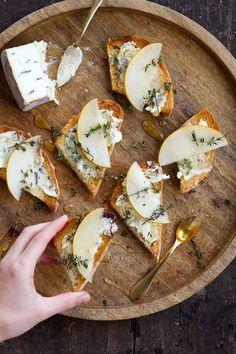 Blue Cheese & Pear Crostini #bluecheese #pear #appetizer