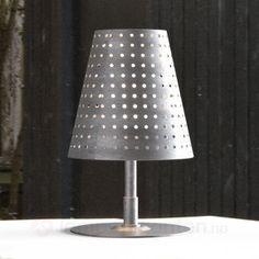 Bordlampen Fuse – egnet for bruk både ute og inne Decor, Furniture, Lamp Shade, Lamp, Cool Things To Buy, Fantastic Furniture, Decorative Table Lamps, Circle Rug, Buying Furniture