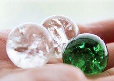 Wusstest Du, dass Kristallhalsketten im kommenden Jahr der absolute Trend werden? Egal ob bei H&M, C&A oder Primark, an diesen Schmuckstücken wirst du im kommenden Jahr nicht vorbei kommen. In diesem kleinen Tutorial wirst Du sehen, wie du deine kleinen Kristalle ganz einfach selbst herstell...