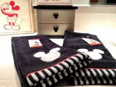 Mickey Mouse Embroidered Hand Towel - I might already have these, just sayin' Mickey Mouse Bathroom, Mickey Mouse Kitchen, Disney Bathroom, Disney Kitchen, Mickey And Minnie Love, Disney Mickey Mouse, Minnie Mouse, Disney Home Decor, Disney Crafts