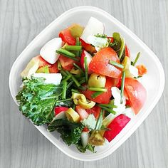 """Fresh salad for #lunch with #kale massaged with oliveoil and lemonjuice, lettuce, carrot, tomato,…"""""""