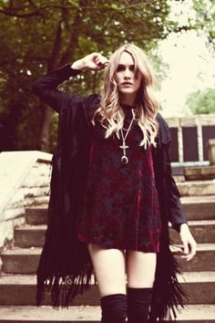 Vintage Boho inspiration looks that I've saved on my laptop threw out the years. Love this outfit. Vintage Boho inspiration looks that I've saved on my laptop threw out the years. Love this outfit. Hippie Look, Look Boho, Look Chic, Hippie Style, Gothic Hippie, Grunge Hippie, Hipster Grunge, Modern Hippie, Gypsy Style