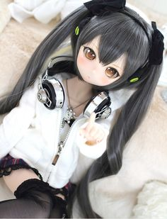 Custom/modded Dollfie Dream with awesome headphones Anime W, Anime Dolls, Anime Chibi, Blythe Dolls, Barbie Dolls, Kawaii Doll, Kawaii Anime Girl, Anime Art Girl, Pretty Dolls