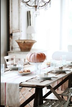 Simple Thanksgiving table.
