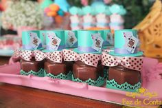 brigadeiro de colher chapeleiro maluco Wonderland Events, Alice In Wonderland Birthday, Fète Casino, My Bridal Shower, Sweet 15, Party Favors, Birthday Parties, Inspiration, Baby Showers