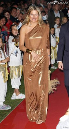 Like this lame gown worn by CP Maxima.