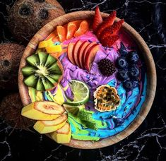 Healthy Smoothies Recipe homemade smoothie bowl - Are you into the latest smoothie bowl phenomenom? Here are 15 Smoothie Bowls You Will Go Absolutely Insane Over! Vegan Smoothies, Fruit Smoothies, Smoothie Recipes, Rainbow Smoothies, Strawberry Smoothie, Fruit Snacks, Strawberry Banana, Shake Recipes, Homemade Smoothie Bowl