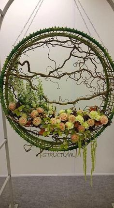 Best 11 Giant Wedding Wreaths: How-Tos on a Budget for The New Decor Trend Giant wedding wreaths are in RT mode in the 2018 wedding season. These are not your ordinary holiday wreaths hanging on your mother's fronIf you would rather not glue branch Arte Floral, Deco Floral, Floral Design, Ikebana, Flower Show, Flower Art, Fresh Flowers, Beautiful Flowers, Summer Decoration