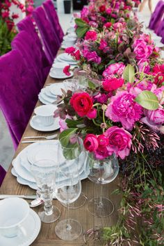 The prettiest most beautiful tablescapes of the season: http://www.stylemepretty.com/2017/05/18/the-prettiest-table-top-trends-for-this-seasons-celebrations/ Photography: Justin Lee - http://justinleephotography.com/