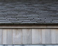 Shingle roof edge detail by, C. Moller Architects - ex. shingle siding and roof Timber Architecture, Architecture Details, Architectural Shingles Roof, Cedar Roof, Cedar Fence, Roof Edge, Wooden Facade, Shingle Siding, Cedar Shingles