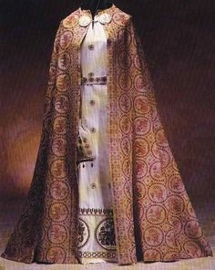 tweed-eyes:  1300-1400 clothing of Lower Empire  Ah, I see this set ever so often and it is just so lovely and rich.