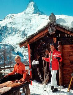Slimming Skiers outside the Chalet Costi in Zermatt, Photograph by Slim Aarons. - Every prep should have at least ONE of these images framed in their house. 18 vintage photos of the good life by T Slim Aarons, Zermatt, Vintage Ski, Vintage Travel Posters, Vintage Winter, Vintage Style, Ski Chalet, Chalet Style, Alpine Chalet