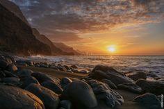 Atardecer en la playa de Guayedra  ( Gran Canaria - Islas Canarias - España )