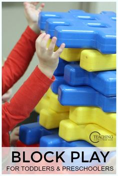 Fun block play activities that we love for toddlers and preschoolers - Teaching 2 and 3 Year Olds Play Based Learning, Toddler Learning, Learning Through Play, Toddler Preschool, Learning Tools, Toddler Play, Learning Centers, Activities For 2 Year Olds, Motor Activities