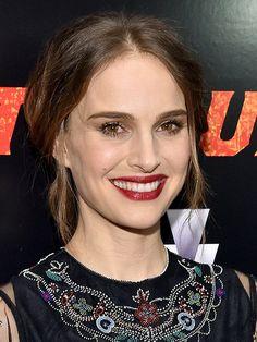 How to copy Natalie Portman's makeup look (love her deep red lipstick!)