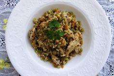 """Aprenda a preparar um arroz super saboroso utilizando apenas uma panela só. Esse método """"preguiçoso"""" e ao mesmo tempo inteligente, te ajuda a não passar tanto tempo assim na cozinha. Afinal, ninguém merece ficar na pia lavando louça por muito …"""