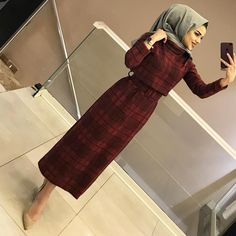 Image may contain: 1 person standing and indoor Tesettür İç Çamaşır Modelleri 2020 Modern Hijab Fashion, Hijab Fashion Inspiration, Islamic Fashion, Abaya Fashion, Muslim Fashion, Modest Fashion, Fashion Dresses, Mode Abaya, Hijab Fashionista