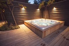 Relaxing Jacuzzi in a beautiful garden. A great project by Hoveniersbedrijf Hendriks from Didam.