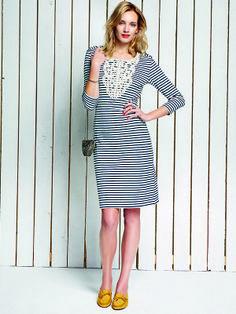 Das leicht taillierte Portola Kleid wird von aufwendiger Baumwollspitze am Ausschnitt verziert. Dekorative Anker-Knöpfe und Streifen sorgen für #maritimes Flair.  http://bevonboch.com/Produkt/bevonboch/Kollektion_FS14/Portola_Kleid.html?result=1018450?campaign=bvbpin by Brigitte von Boch #bevonboch