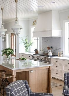 Kitchen Trends The New Traditional Kitchen Kitchen Tre. - Kitchen Trends The New Traditional Kitchen Kitchen Trends The New T - Classic Kitchen, Farmhouse Style Kitchen, Home Decor Kitchen, Interior Design Kitchen, Kitchen Ideas, Kitchen Inspiration, Diy Kitchen, Modern Farmhouse, Cheap Kitchen