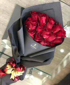 bouquet for girlfriend Red Rose Bouquet, Bouquet Wrap, Hand Bouquet, Diy Bouquet, Bouquets, Luxury Flowers, Exotic Flowers, Pretty Flowers, Flower Shop Decor