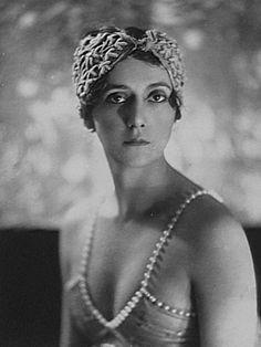 Ida-Rubinstein.jpg 700×934 ピクセル