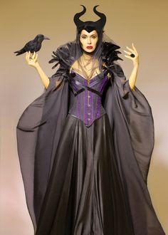 Malificent Costume, Maleficent Halloween Costume, Maleficent Cosplay, Diy Halloween Costumes, Halloween Cosplay, Halloween Kids, Fantasy Queen, Diy Cape, Decendants