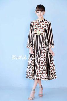 Dress Hijab Batik Ideas For 2019 Source by mockematthysen dress Batik Fashion, Abaya Fashion, Muslim Fashion, Ethnic Fashion, African Fashion, Fashion Dresses, Blouse Batik, Batik Dress, Batik Blazer