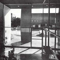 Vista del vestíbulo, Edificio de oficinas, Praga 24 esq. Dresde, Juárez, Cuauhtémoc, México DF 1966,  Arq. Antonio Peyri -  View of the lobby of an office building, Praga 24 at Dresde, Zona Rosa, Mexico City 1966