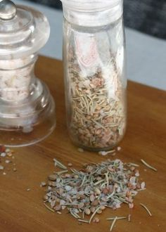 salt with rosemary and coriander Spice Grinder, South African Recipes, Spices And Herbs, Spice Blends, Coriander, Diy Gifts, A Food, Dips, Food Photography