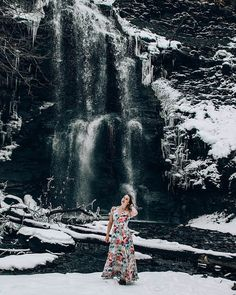 I can't get enough of these waterfall shots! ❄️ • • • #buffalophotographer #portraitphotography #fineartphotography #buffalony…
