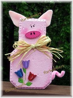 Polly Pig garden tile Painted Bricks Crafts, Brick Crafts, Painted Pavers, Stone Crafts, Concrete Crafts, Painted Stones, Pig Crafts, Clay Pot Crafts, Garden Crafts