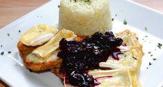 Camemberttel sült csirkemell recept: A Camemberttel sült csirkemell egy pofon egyszerű, villámgyorsan elkészíthető étel. Párolt rizzsel, és egy kis gyümölcsdarabos áfonya lekvárral mennyei fogás! :) Készítsd el Te is ezt a remek étel receptet! ;)