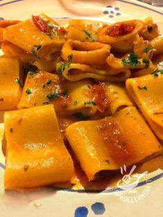 La Calamarata è un piatto tipico della cucina napoletana, goloso e profumato. Provate ad arricchirla con altre varietà di molluschi. Una prelibatezza!