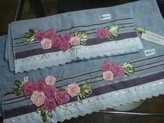 LOY HANDCRAFTS, TOWELS EMBROYDERED WITH SATIN RIBBON ROSES: TOALHAS CARINHOSAMENTE BORDADAS COM FITAS DE CETIM...