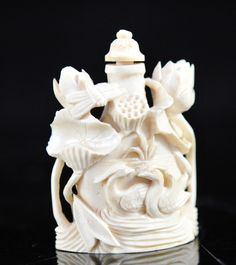 Antique Chinese hand carved ivory snuff bottle