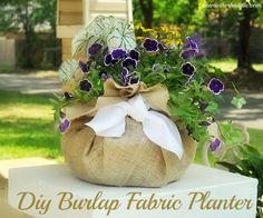 Diy Burlap Fabric Planter-Use burlap and a hanging pot liner to make your own Diy Fabric pot. Would make pretty spring centerpieces Cute Diy Projects, Burlap Projects, Burlap Crafts, Craft Projects, Diy Crafts, Deco Originale, Decoration Originale, Burlap Fabric, Burlap Baby
