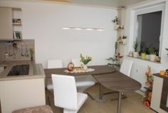 Hochwertige Küche mit Essplatz - Ausschwenkbarer Esstisch