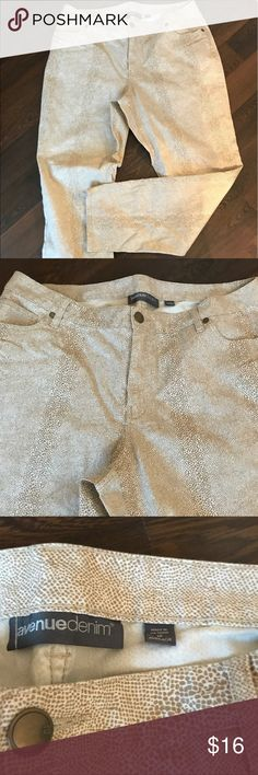 NWOT Avenue snake print jeans Never worn, NWOT, Avenue snake 🐍 print jeans, size 18, white, cream and light brown colors Avenue Pants Straight Leg