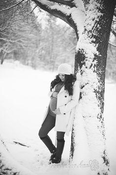 Beautiful Snowy Winter Wonderland maternity session in Spokane, Washington by Natalie Bee Photography