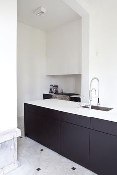 *another black and white kitchen