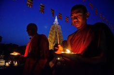 Le 6 mai 2014, les Bouddhistes indiens (la date diffère selon le pays) fêtait Buddha Purnima. La date correspond à la pleine lune de mai, et on célèbre à la fois la naissance, l'Eveil, et l'atteinte du Nirvana du #Bouddha . Evidemment, c'est surtout à #Bodhgaya qu'il convient de célébrer cette fête.