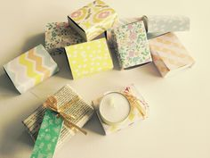 Cajitas con Velita para regalar en el Día del Amigo by www.tiendadoilies.com.ar Favors, Gift Wrapping, Gifts, Friends Day, Crates, Gift Wrapping Paper, Presents, Presents, Guest Gifts