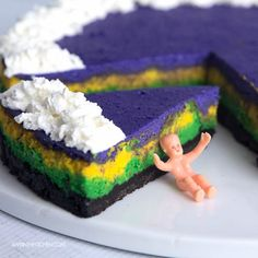 Mardi Gras Cheesecake - Super Bowl today, Chinese New Year tomorrow, and Mardi Gras on Tuesday. These next three days is full of partying, eating and celebrating. Usually you have a King Cake to celebrate Mardi Gras. Mardi Gras Desserts, Mardi Gras Food, Mardi Gras Party, Mardi Gras Centerpieces, Mardi Gras Decorations, Mardi Gras Outfits, Mardi Gras Costumes, Cheesecake Recipes, Dessert Recipes