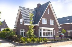 Overhoeks Garage Apartments, House Extensions, Classic House, Simple House, House Plans, Villa, New Homes, Exterior, House Design