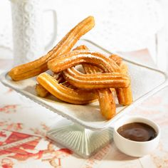 Découvrez la recette Churros espagnol sur cuisineactuelle.fr.
