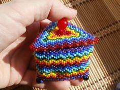Разноцветная шкатулка из бисера