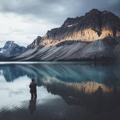 "Gefällt 9,496 Mal, 154 Kommentare - Daniel Ernst I @germanroamers (@daniel_ernst) auf Instagram: ""Throwback to one of my favorite sunrise spots - Bow Lake, Alberta. On arrival a thick layer of…"""