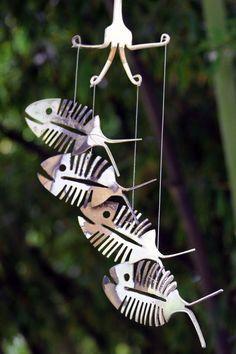 Bonefish rustique Upcycled couverts Windchime - patine rustique plaque d'argent cuillère squelette poisson Mobile Art - Cute Halloween extérieur décoration